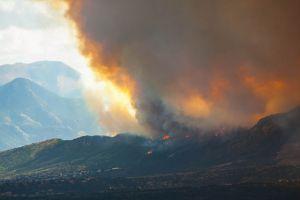 640px-Waldo_fire_approaching_Mountain_Shadows_2